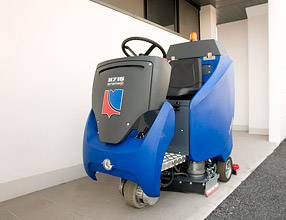Floor Cleaning Machines – H715 Scrubber